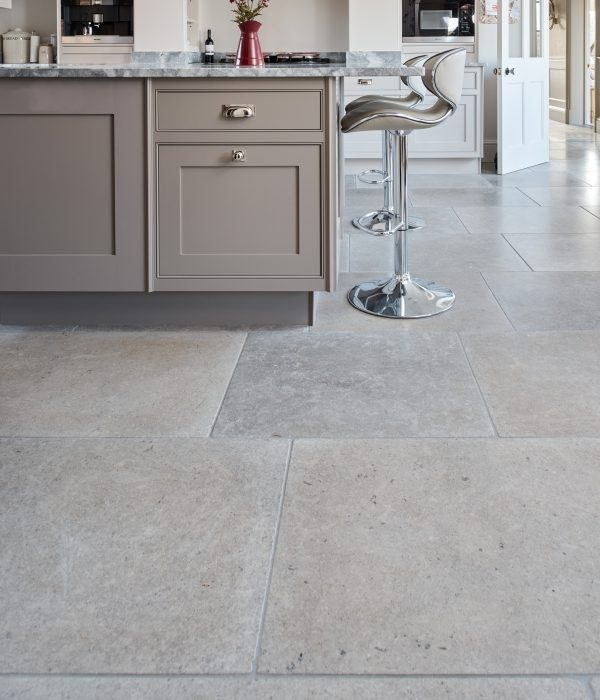 Corfe Limestone Tumbled Finish in a kitchen with contemporary stylings