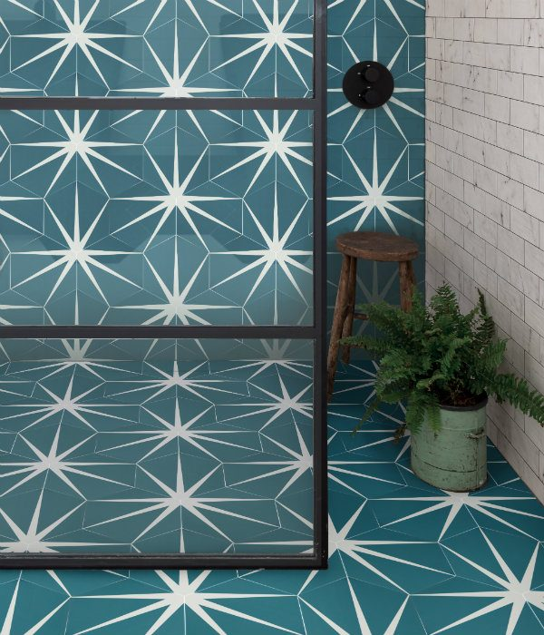 Lily Pad Porcelain Shower Enclosure in Peacock.png